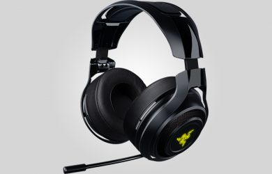 Even though there are gaming headsets that are opting for the sleeker finish, the Razer ManO'War deviates from that thought. This is one big and powerful headset, and it even has the type of features that you would want for an audio-listening device built for gaming. It has programmable colored lighting and can deliver excellent sound, which does justify the heft in its price tag. However, the company is already known for making high-end gaming peripherals, so the price point is not that surprising. However, it does feel a bit limited and the size may let some people look for other options on the market as this particular unit might weigh down on their heads, especially when going for those long videogame sessions. The Razer ManO'War Delivers the Power Compared to many other gaming headsets on the market, the Razer ManO'War will easily dwarf those, especially that of the Logitech G933. It has large, circular earcups that are connected to a wide plastic headband. To give comfort, the earpads are covered in a comfortable leatherette that are plush and large enough to be worn over the ears. It does a pretty good job at isolating even the largest ears. However, because of its secure fit, it can trap heat within, thus wearing it for extended periods of time and you will notice your ears to get warm pretty soon. Despite the headset being quite big, the headband contains a similar leatherette pad that can be found on the earcups that does let the headset evenly distribute its weight when you're wearing it. However, it still feels a bit heavier than most, and you will feel that weight long enough when playing until the wee hours into the early morning. As for its audio performance, the ManO'War is a headphone that is worthy to bring the name of the company. If you're playing first-person shooters, then you will hear those explosions quite well as they blast through your skull with great intensity. However, even though the headphone is advertised to deliver 7.1-channel surro