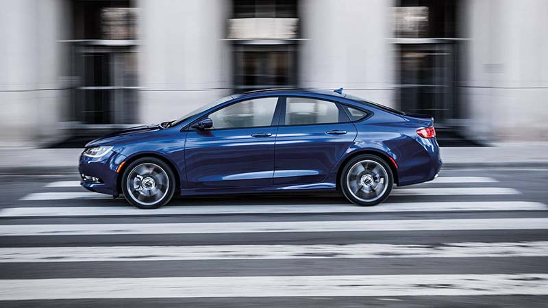 2016 Chrysler 200 V6 Review - Striving for More