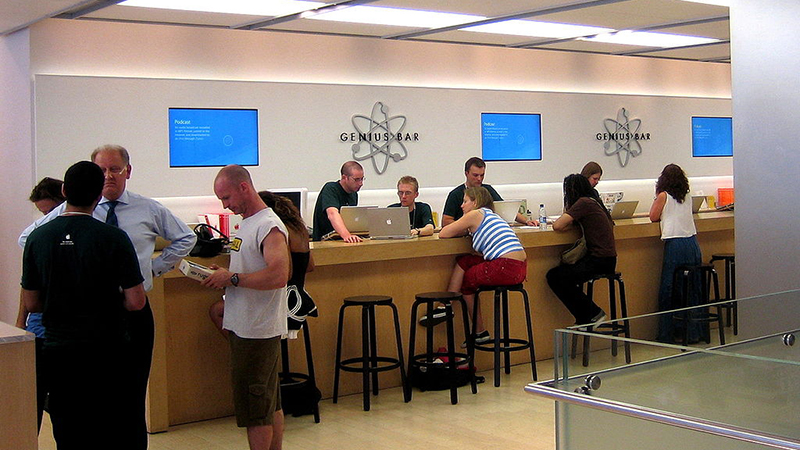 Apple - Former High-Level Engineer Turned Down for a Position at Genius Bar