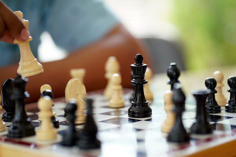 Researchers built an AI that plays chess like a person, not a super computer