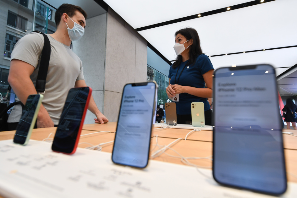 Tim Cook: Active install base of iPhones is now over 1 billion