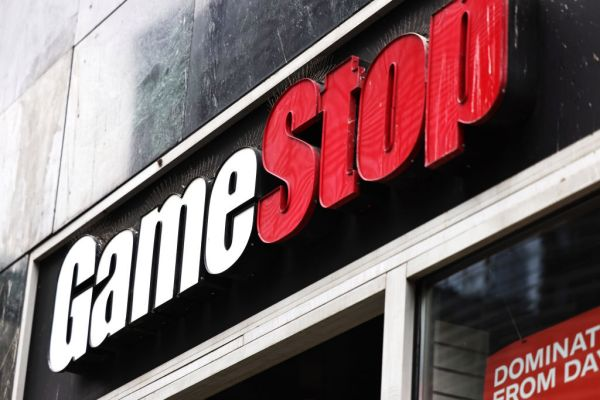 Robinhood and Reddit top the App Store, as trading apps surge following GameStop mania –