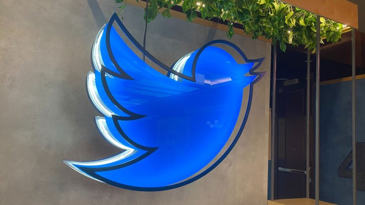 Twitter acquires distraction-free reading service Scroll to beef up its subscription product –